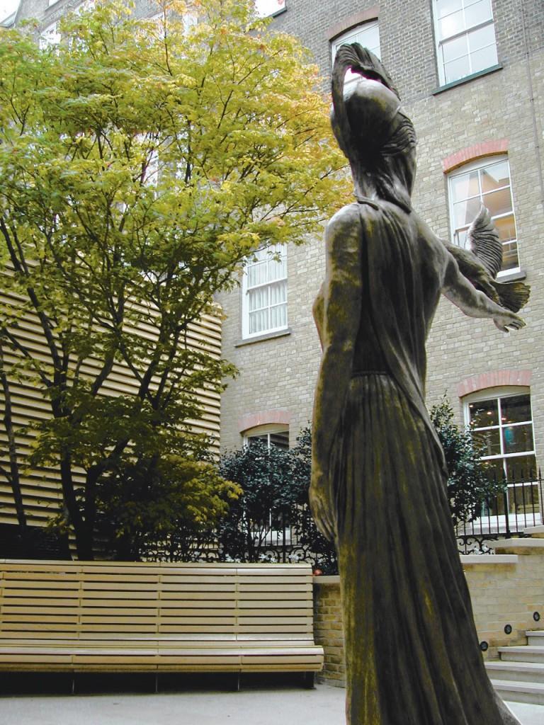 WIGMORE - statue